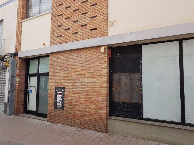 Oficina del BBVA antigua Caixa Catalunya cerrada en calle Llibertat, Vilanova i la Geltrú