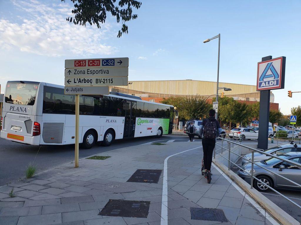 Imagen monbus mon-bus mon bus, autocars Plana, Vilanova i la Geltrú, expres.cat, bus exprés de Vilanova a Barcelona, línea e-15, e15