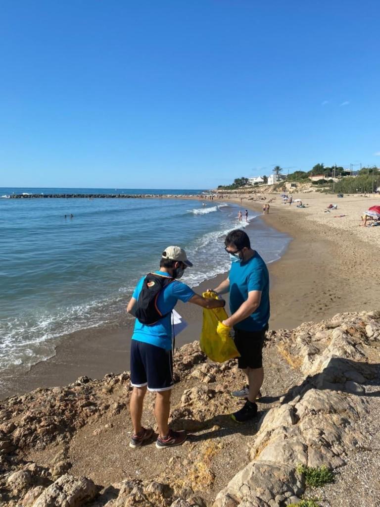playas vilanova i la geltrú, limpieza voluntarios