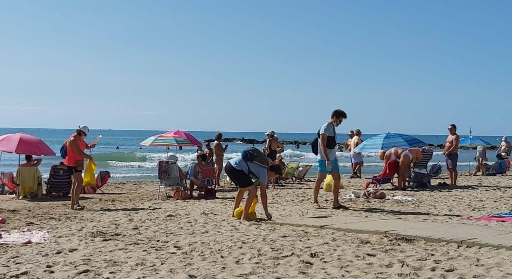 limpieza playas Vilanova i la Geltrú