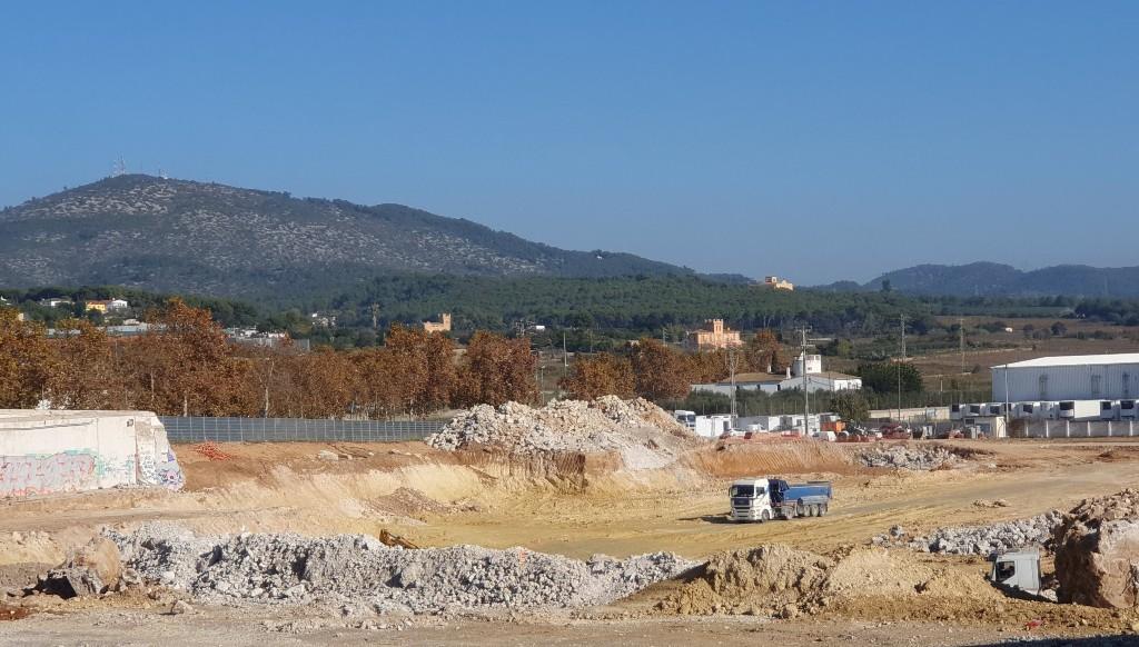 Obras nuevo centro comercial en Villanueva y Geltrú