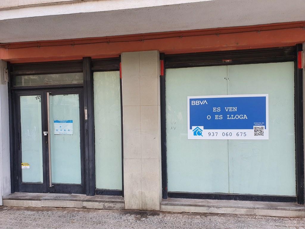 Oficina del BBVA cerrada en el barri de Mar de Vilanova i la Geltrú