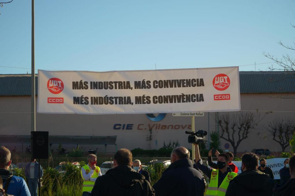 protesta trabajadores Componentes Vilanova fábrica CIE Automotive, UGT Y CCOO, foto Villanueva y Geltrú