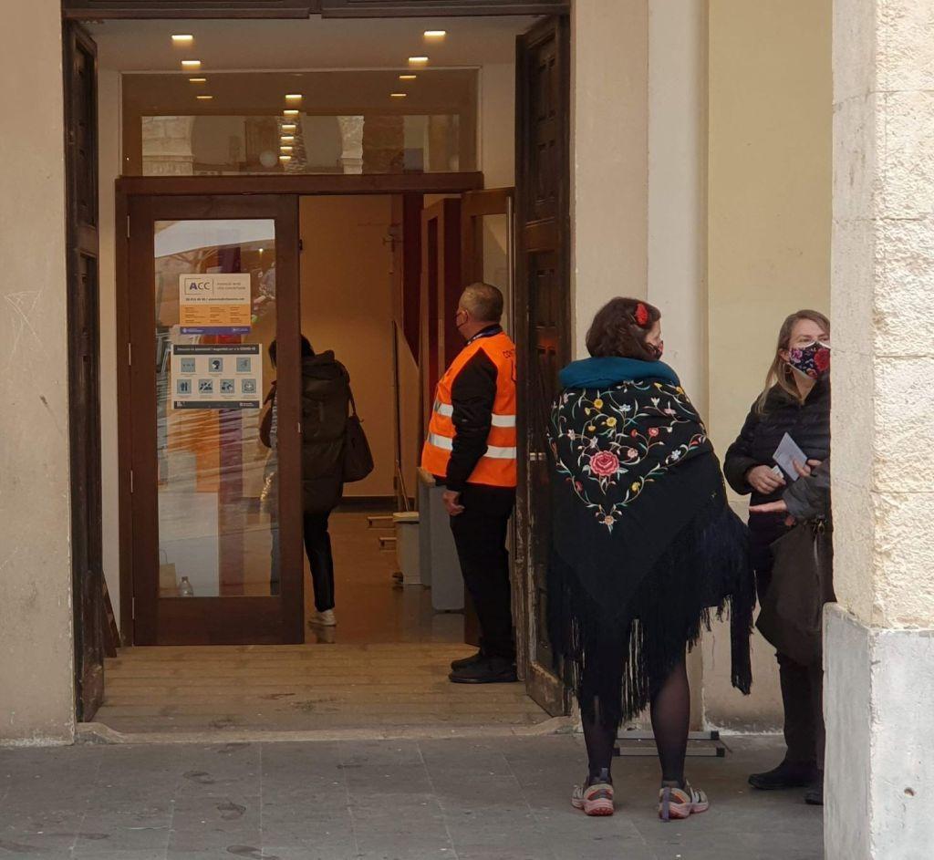 Plaça de la Vila, colegio electoral 14 febrero 2021
