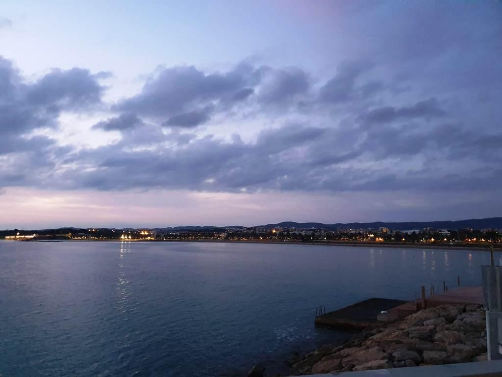 Puerto Vilanova i la Geltrú, mar plana