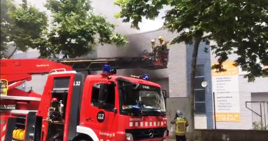 Incendio en Vilanova i la Geltrú 17 de junio de 2021. Un bombero fallece en las tareas de extinción.